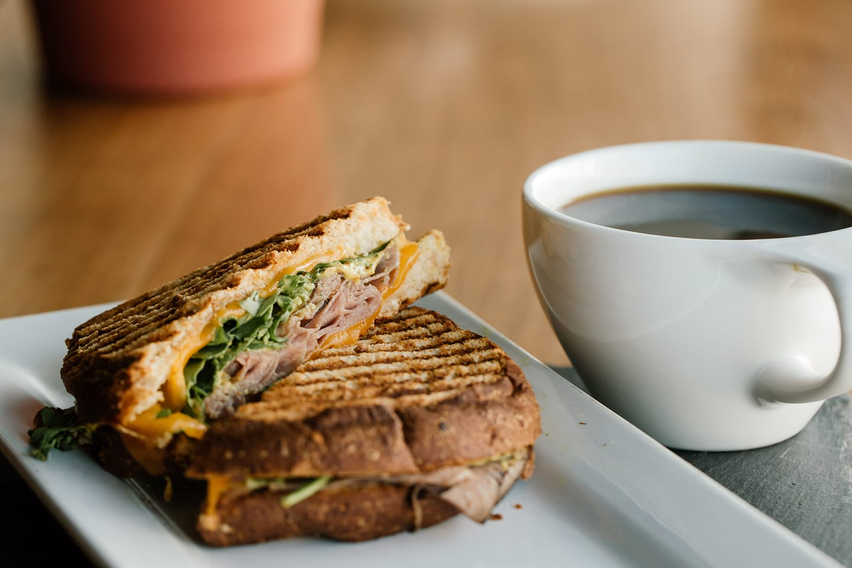 Tips Memadukan Makanan dengan Kopi di Café Rooftop Keywest
