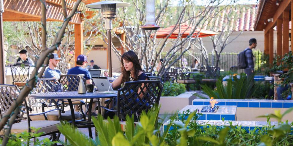 Cara Mudah Menghemat Pengeluaran Saat Nongkrong di Café Rooftop Keywest